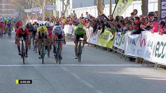 Matteo Trentin trionfa in volata nella seconda tappa della Vuelta a Andalucia
