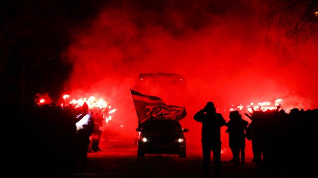 WATCH: Zenit fans welcome team bus with spectacular fire display
