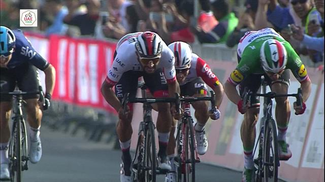 Gaviria edges out Viviani to clinch Stage 2