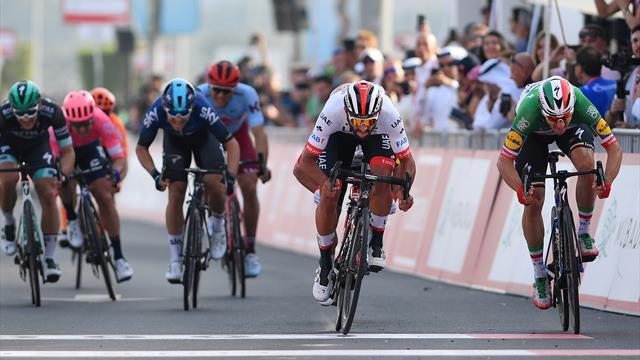Tour UAE | Gaviria wint tweede etappe in sprint