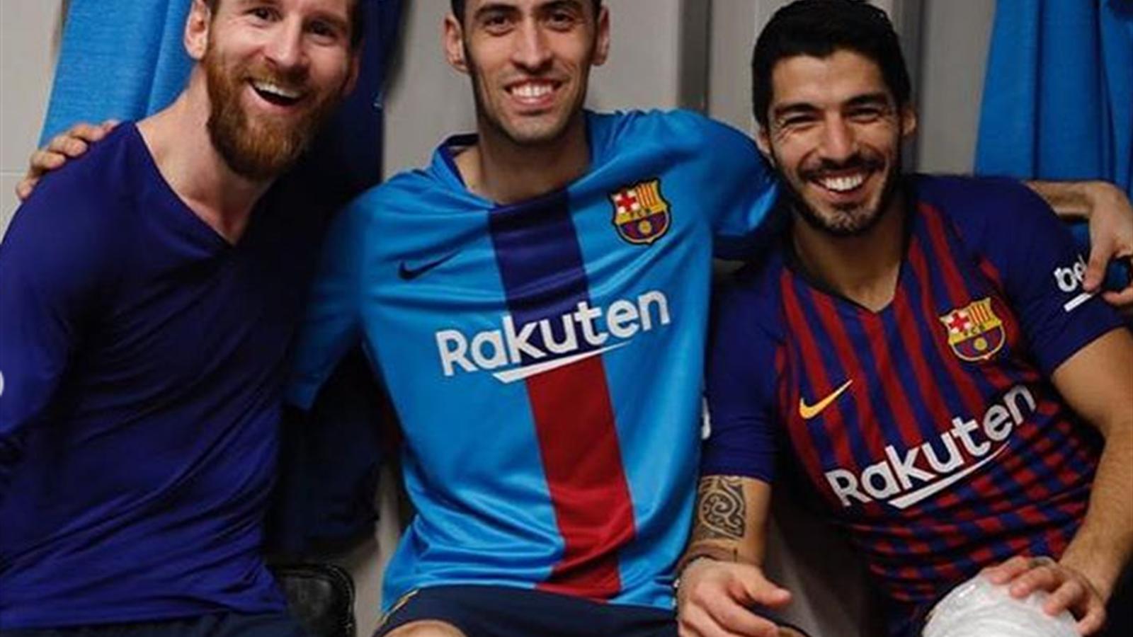 «Барса» молчит, но Бускетс запостил красноречивое фото, на котором колено Суареса укутано в компресс