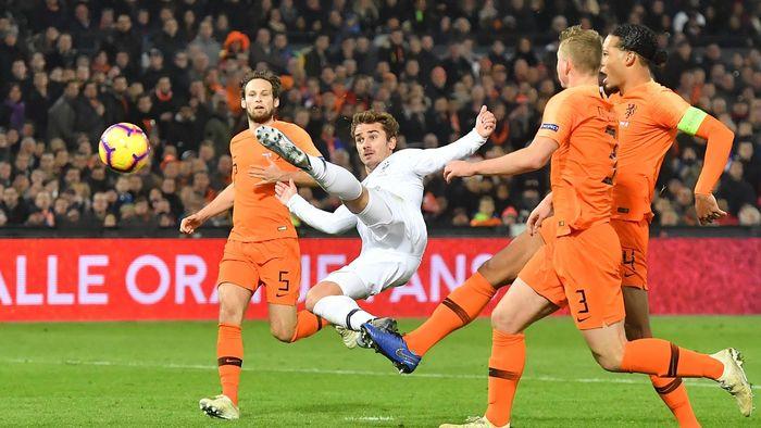 Football news - Antoine Griezmann names Barcelona-bound