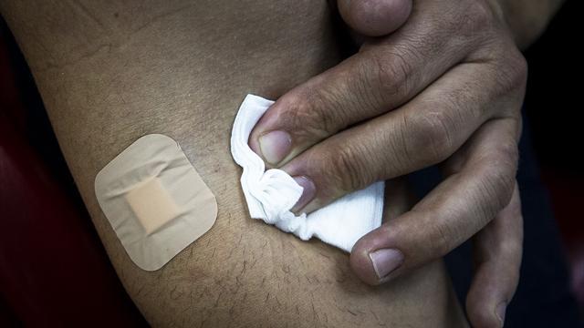 Одного из арестованных в Зеефельде лыжников застали за переливанием крови