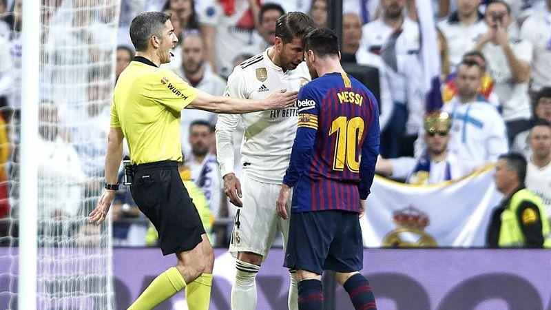 Manotazo de Sergio Ramos a Messi  El árbitro no pitó nada y ambos se  encararon luego 343e9c6c85468