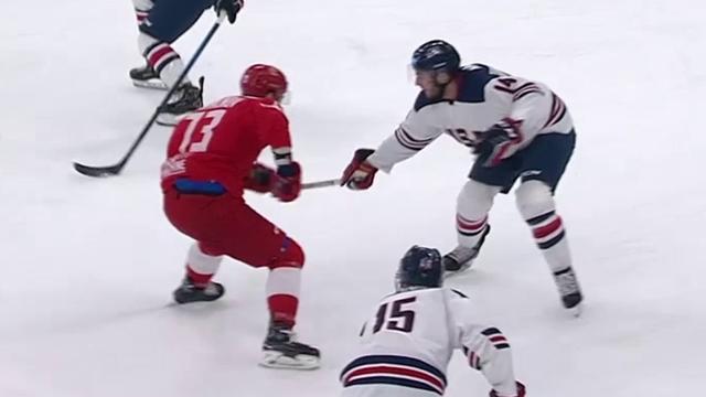 Universiada 2019: El golazo de Kvartalnov tras dos caños en el Rusia-EEUU de hockey hielo