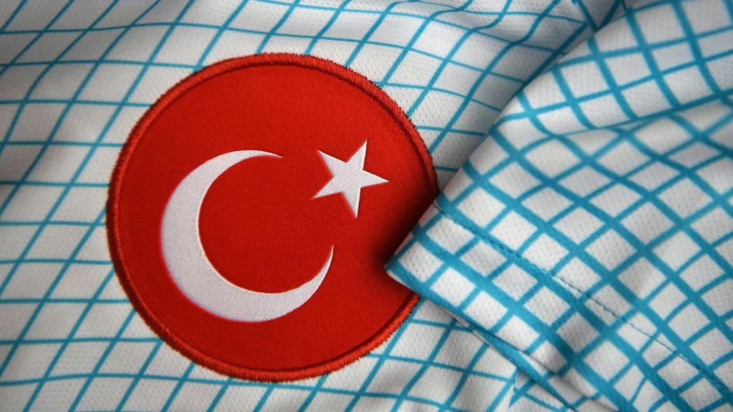 Türkei Lebenslange Sperre Für Mansur Calar Nach Rasierklingen