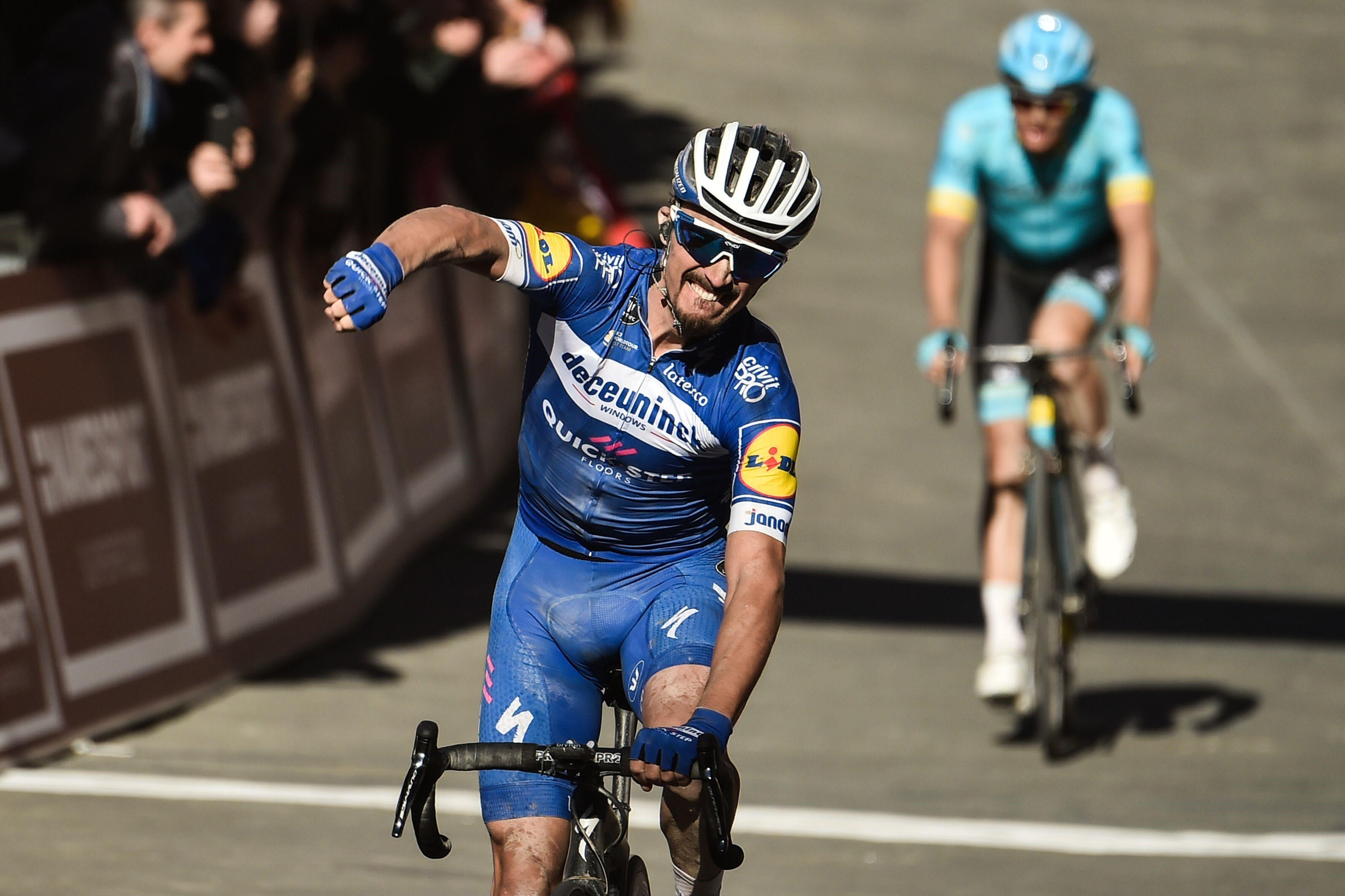 Julian Alaphilippe (Deceunink-Quick Step) s'impose sur les Strade Bianche devant Jakob Fuglsang (Astana)