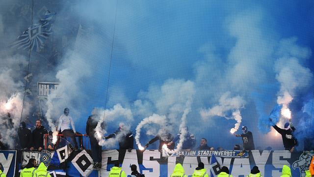 St. Pauli vs. HSV: Fans sorgen für doppelte Unterbrechung