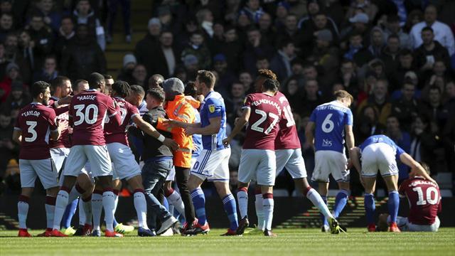 Aston Villa-spiller overfalt av tilskuer – svarte med vinnermål i derbyet