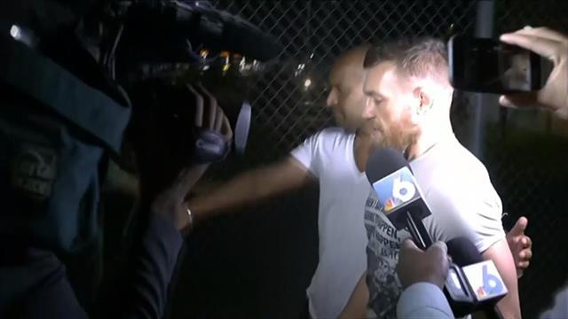 McGregor sale de prisión: Su última fechoría, quitarle y romper el móvil a un fan que le fotografió