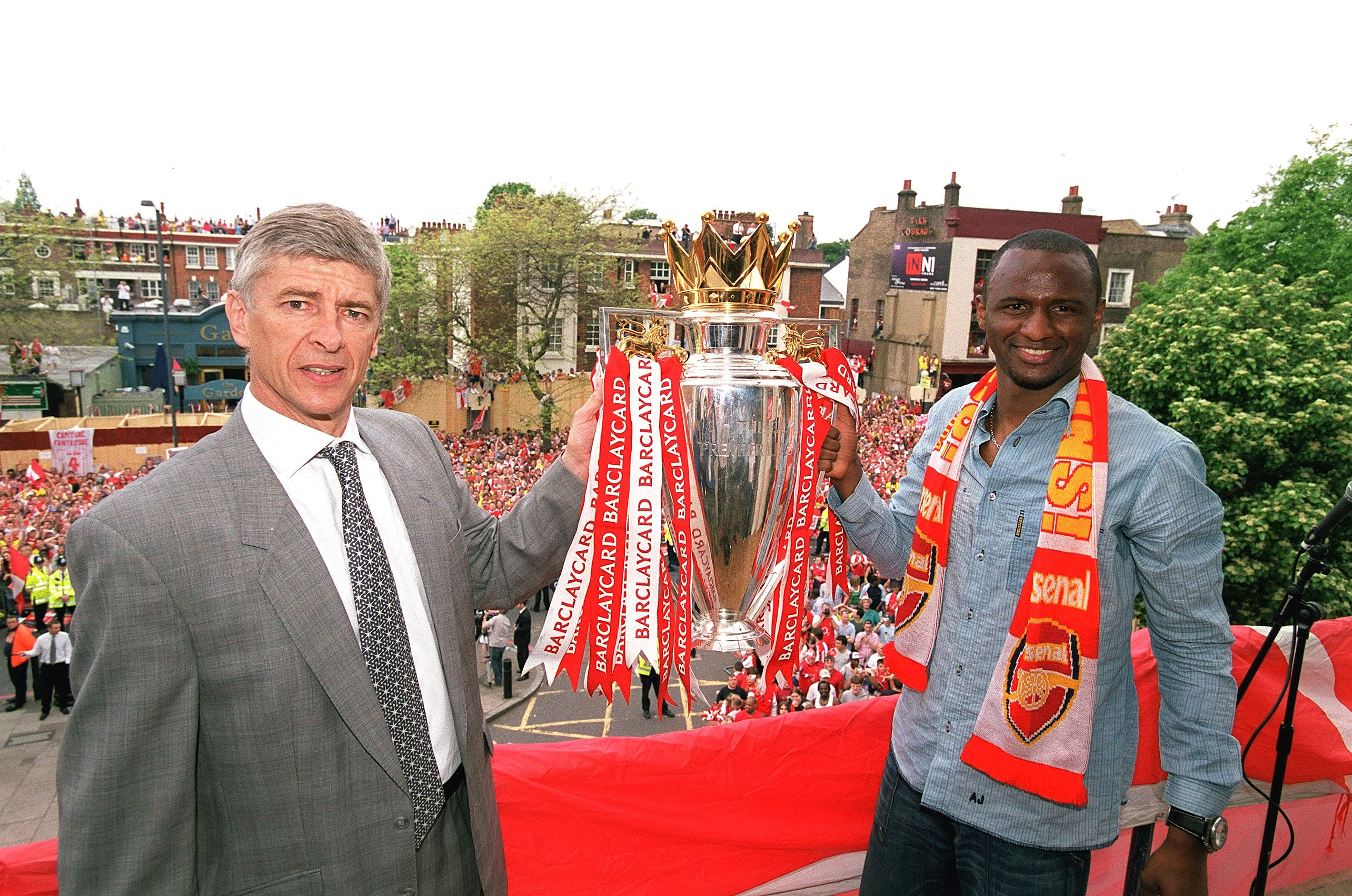 Arsene Wenger vinder Premier League med 'The Invincibles' i 2003/04-sæsonen.