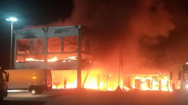 Maxi incendio nel paddock di Jerez: incenerite tutte le MotoE ma il mondiale si farà comunque