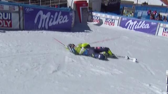 Myhrer falls after hitting cameraman in Soldeu team event