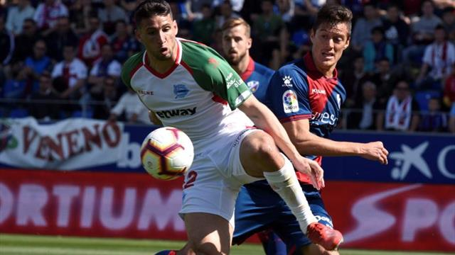 1-3. El Alavés aumenta su buena racha y le complica la vida más al Huesca