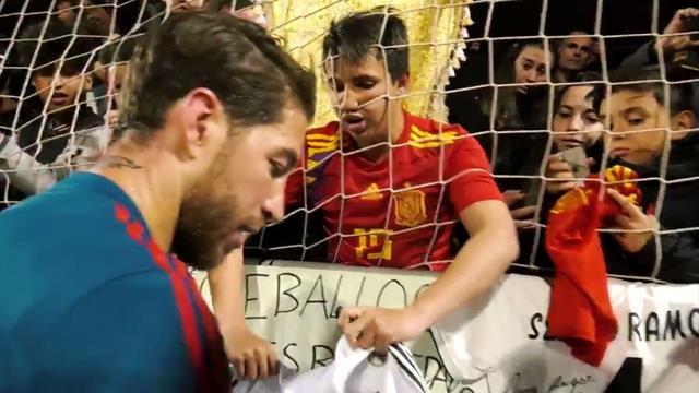 El desconsolado llanto de un chaval al regalarle Ramos su camiseta