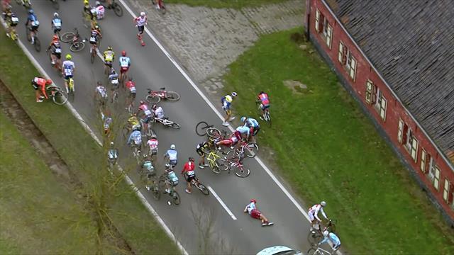 Nokere Koerse: Caída en la parte posterior del pelotón que afectó a muchos ciclistas