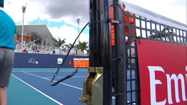 Напряжение в матче квалификации Майами было настолько высоким, что лопнул даже трос сетки
