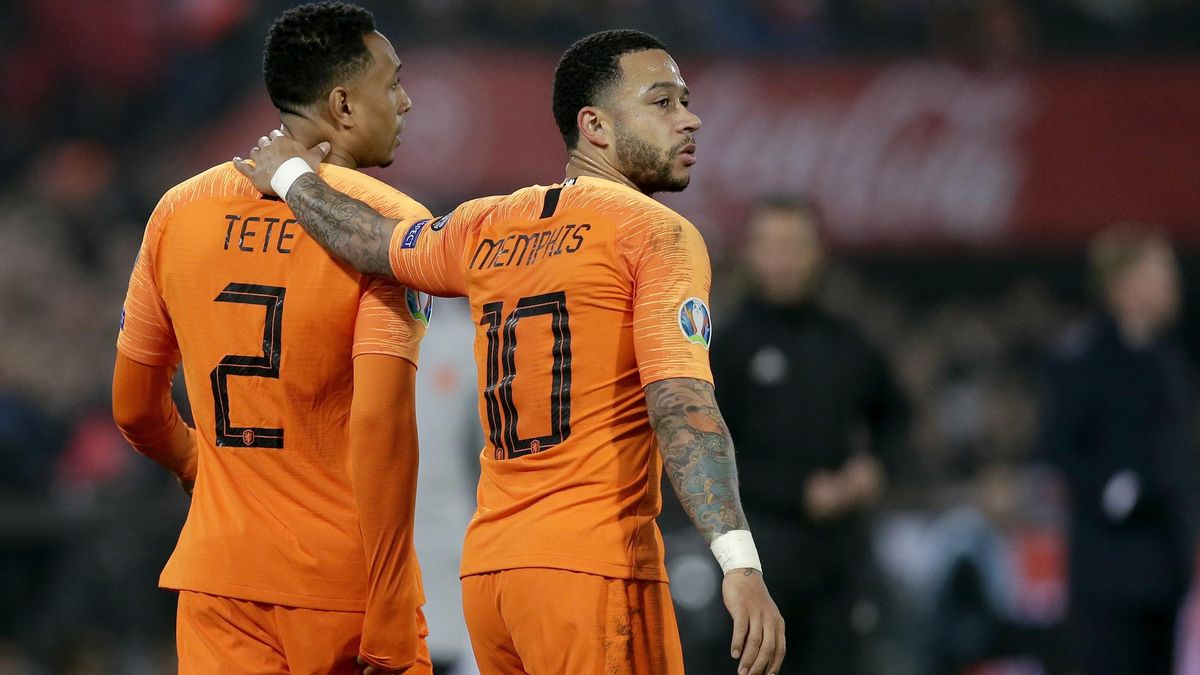 Kenny Tete of Holland, Memphis Depay of Holland during the EURO Qualifier match between Holland v Belarus at the Feyenoord Stadium on March 21, 2019 in Rotterdam Netherlands