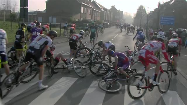 Bredene Koksijde 2019: Así fue la caída múltiple que dejó sin opción de carrera a varios corredores
