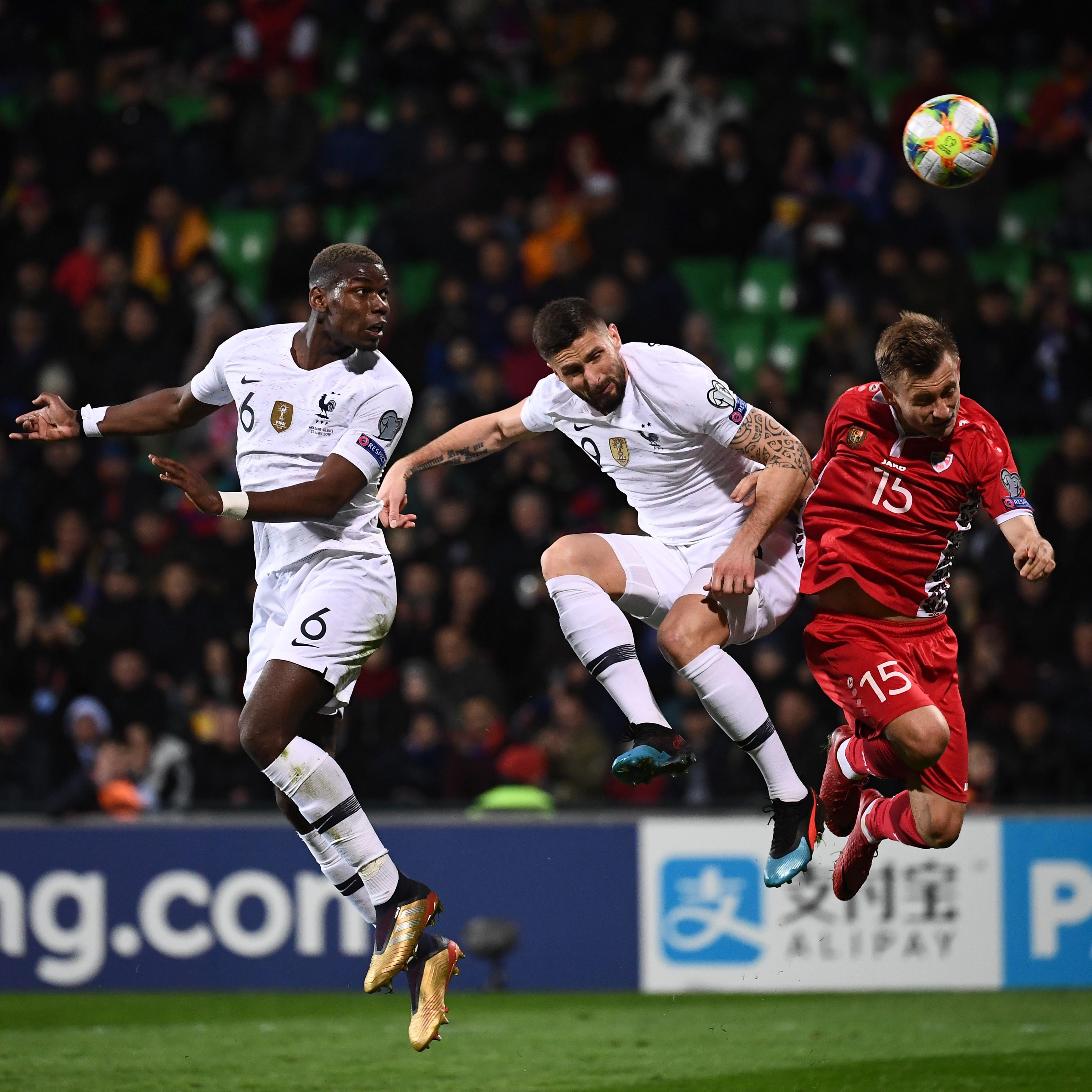 Paul Pogba et Olivier Giroud lors de Moldavie-France / Qualifications Euro 2020