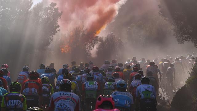 Milán-San Remo 2019: Las bengalas, tristes protagonistas al paso del pelotón