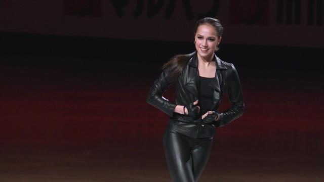 Божественный показательный танец Загитовой: заминка с курткой ничего не испортила