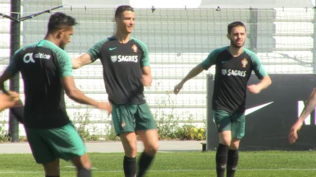 Portugal - Ronaldo tout sourire à l'entraînement