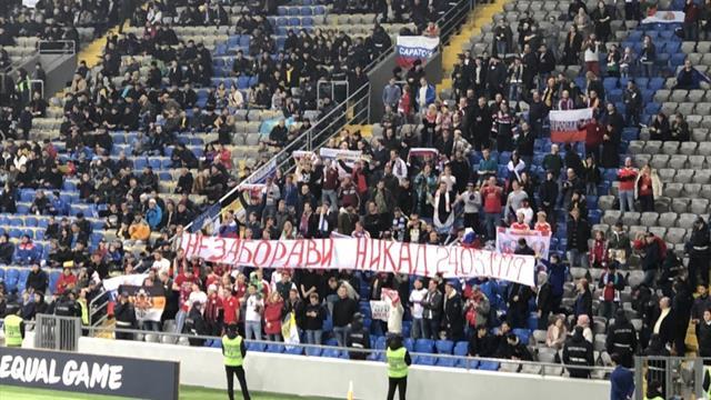 УЕФА рассмотрит ситуацию с баннером русских фанатов о бомбардировках Югославии