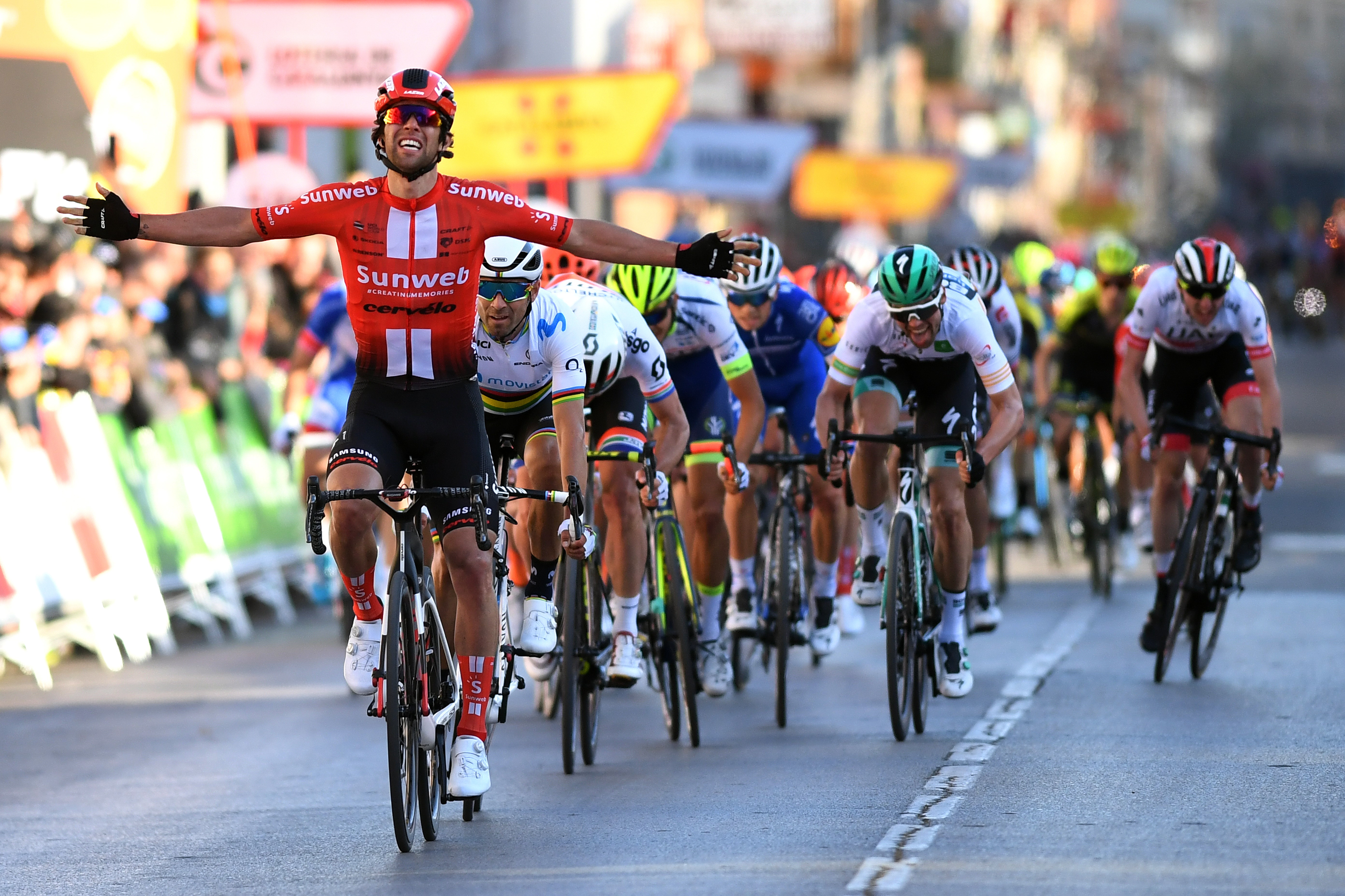 Michael Matthews célèbre sa victoire lors de la 2e étape du Tour de Catalogne