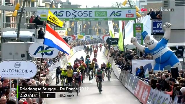 Brugge-De Panne   Groenewegen sprint met gemak naar overwinning