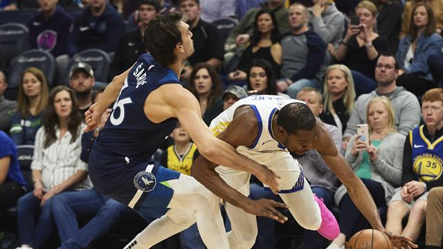 NBA roundup: Warriors fall in controversial finish