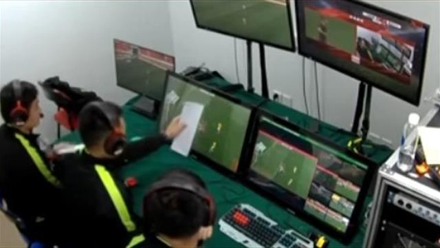 В Китае есть VAR, но офсайдную линию проводят с помощью бумажки