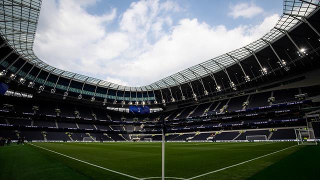 Keane and Gascoigne light up test event as Spurs stadium nears green light