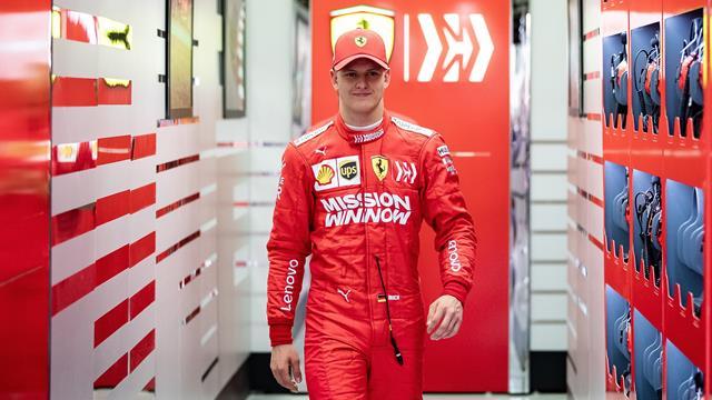 Un Schumacher vuelve a subirse a un Ferrari: así fue el estreno de Mick en la Fórmula 1