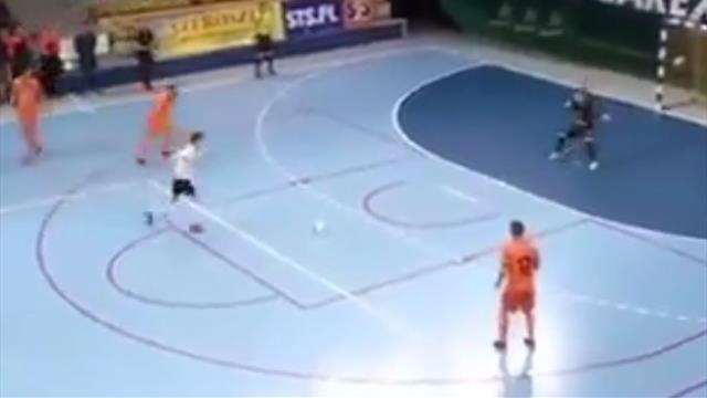 ¡Toma recurso! El golazo a lo Panenka en un doble penalti