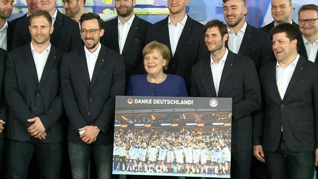 """Leidenschaft war groß"": Merkel ehrt Handballer für Heim-WM"