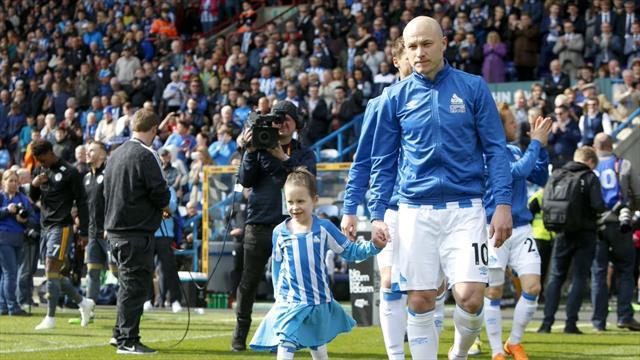 Premier League'den düşen Huddersfield kanser hastası küçük bir kızın umudu oldu