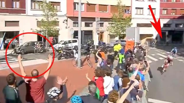 Motorrad leitet Feld vom Ziel weg! Aufreger bringt Buchmann um wichtige Sekunden