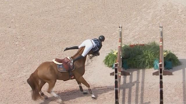 Топ-10 забавных моментов, когда коняшки выбрасывали наездников из седла