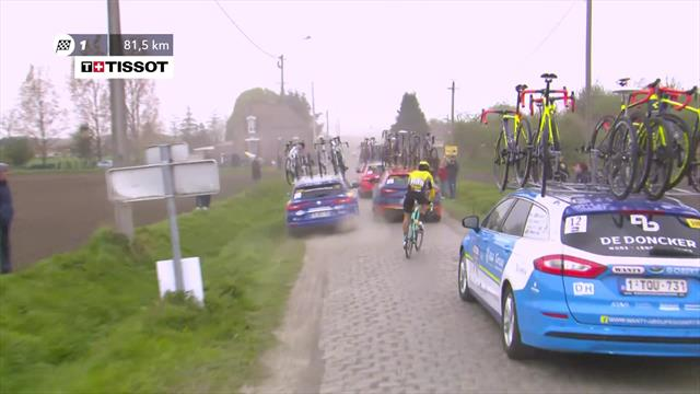 'Cyclocross skills at the ready!' - Van Aert goes offroad to avoid cars