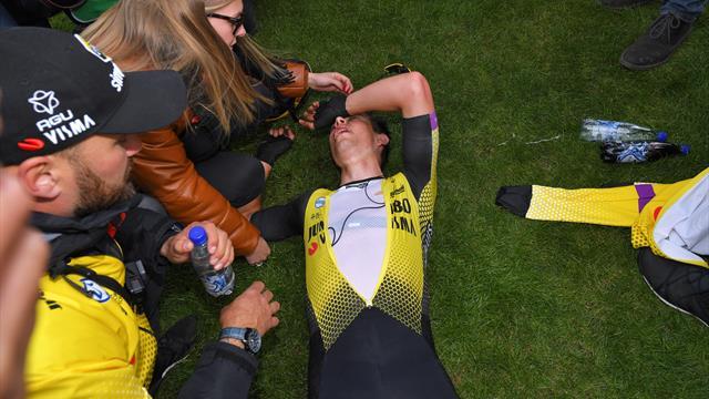 Wout Van Aert, la cara del dolor de una París-Roubaix: cayó desplomado en el velódromo