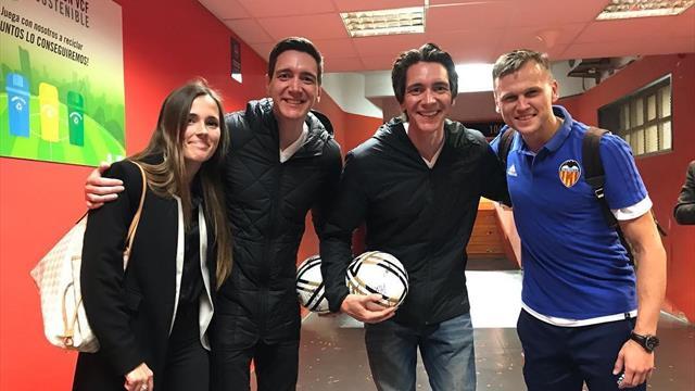 Черышев сфотографировался с близнецами Уизли, которых пригласили на матч «Валенсии»