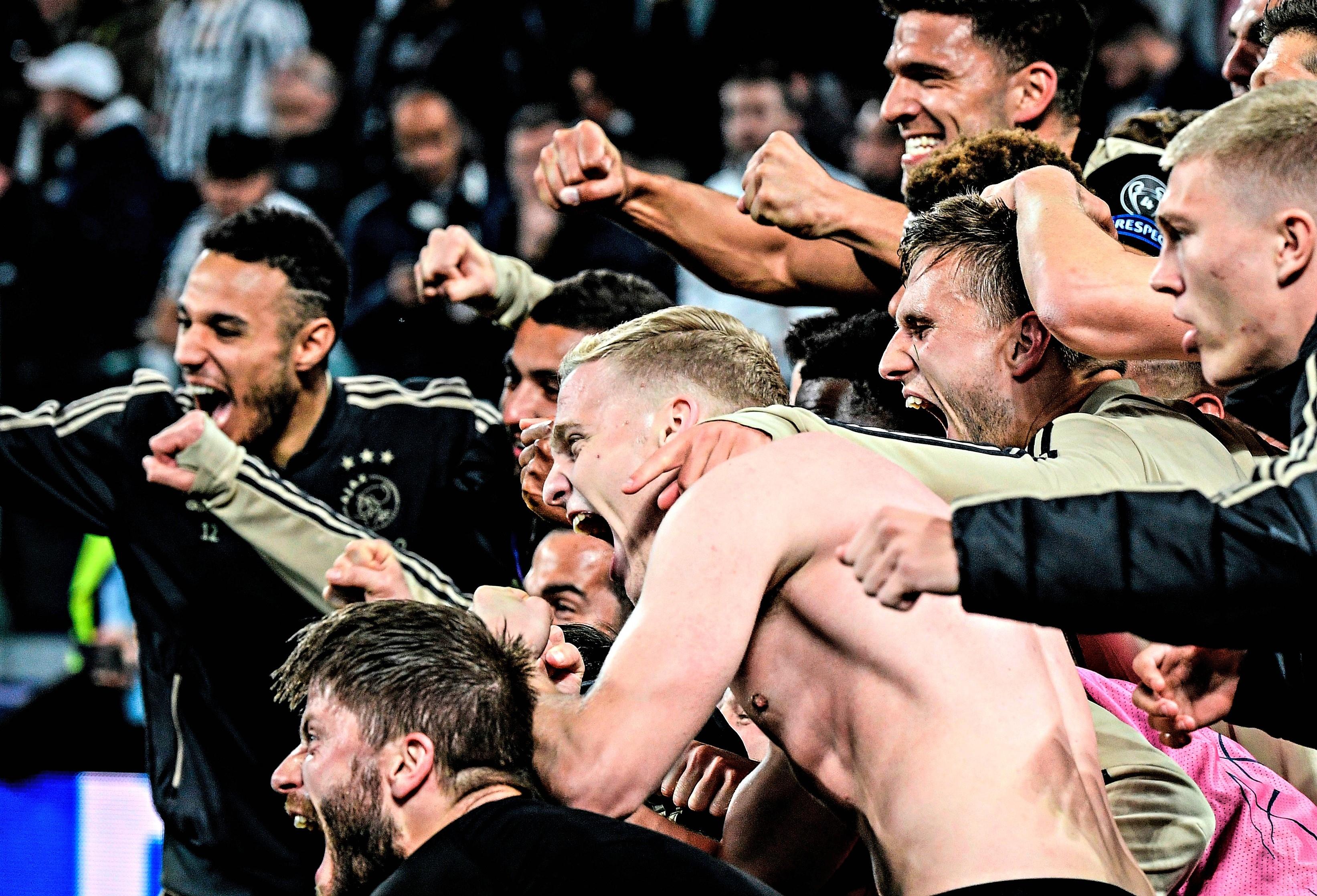 La joie des joueurs de l'Ajax, qualifiés pour les demi-finales de la C1, après leur victoire sur la pelouse de la Juve (1-2) / 16/04/2019