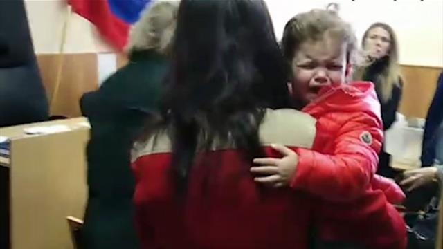 Жена Аршавина пришла в суд с двухлетней дочкой и потребовала алименты на 4 млн рублей в месяц