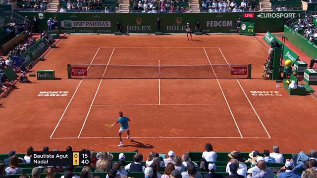 Avec un angle aussi fermé, Bautista Agut n'a pas pu aller chercher ce coup droit de Nadal