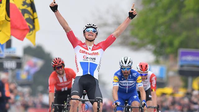 Brabantse Pijl | van der Poel sprint op grootse wijze naar overwinning