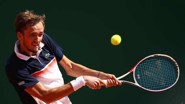 Medvedev décolle, Djokovic cloué au sol