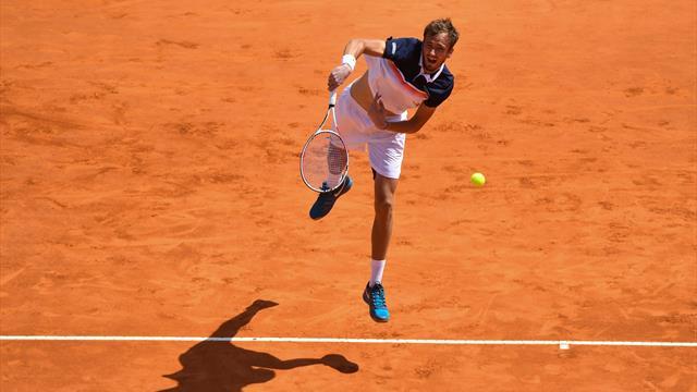 Медведев сгорел Лайовичу в полуфинале, проиграв 9 геймов подряд
