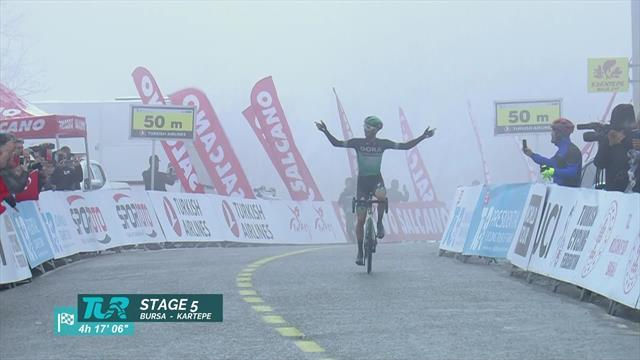 Soloankunft im Nebel: Großschartner gewinnt die 5. Etappe