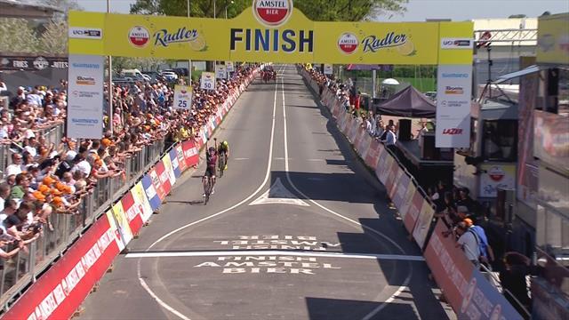 Kasia Newiadoma super: scatta sul Cauberg e vince l'Amstel Gold Race, seconda Annemiek Van Vleuten